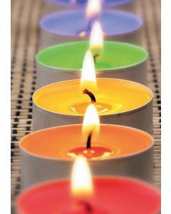 Farbenfrohe Kerzenreihe